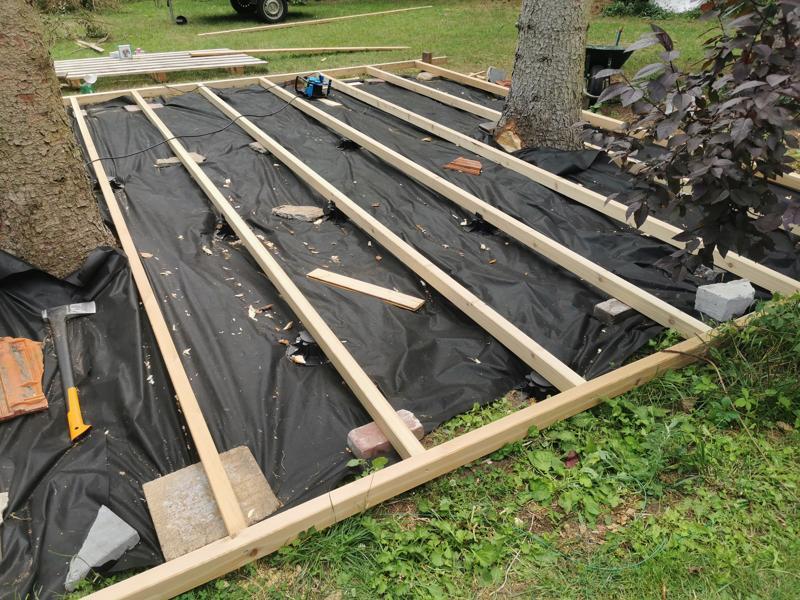 Unterkonstruktion Holzterrasse improvisiert