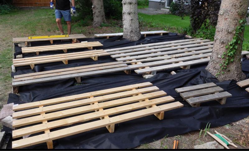 Paletten Unterkonstruktion für Holzterrasse